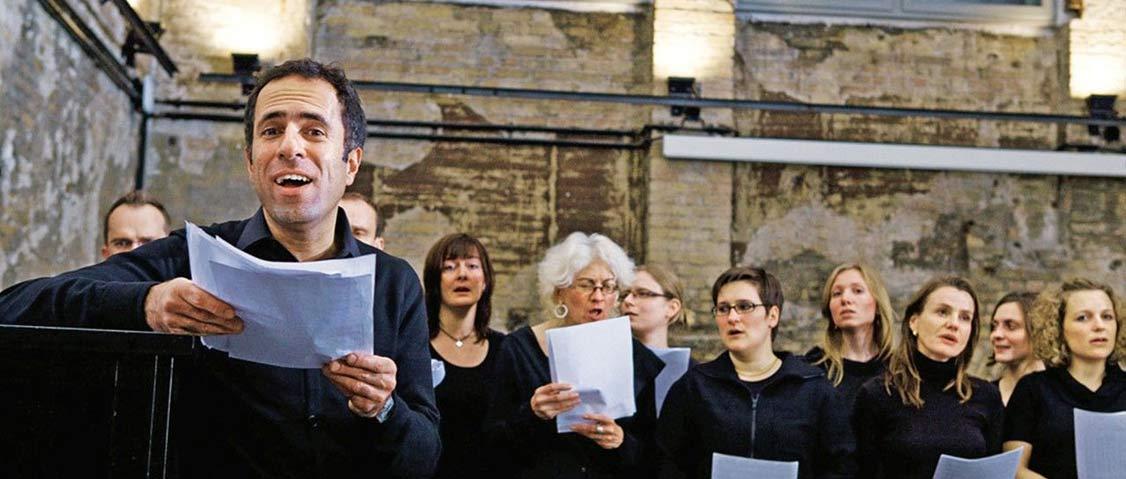 Der Berliner Chor Singing Shrinks mit Mazda Adli